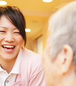 デイサービスセンター内での介護職・看護職業務!フルタイム・扶養内勤務選べます!