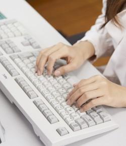 〈長期で安定〉データ入力がメインの事務のお仕事!残業月10H程度、月収17万円以上可能★